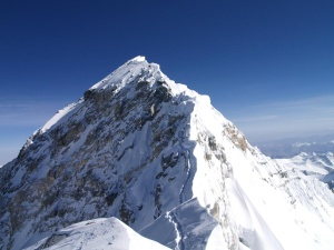 Everest-summit-from-South-Summit