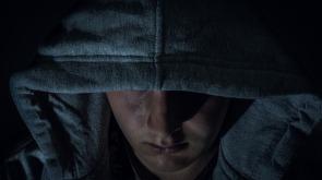 stalker threatening-1541063_960_720